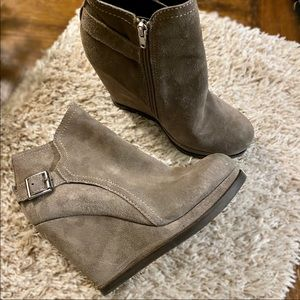 Dolce Vita Light Gray Suede Ankle Booties | 8.5M